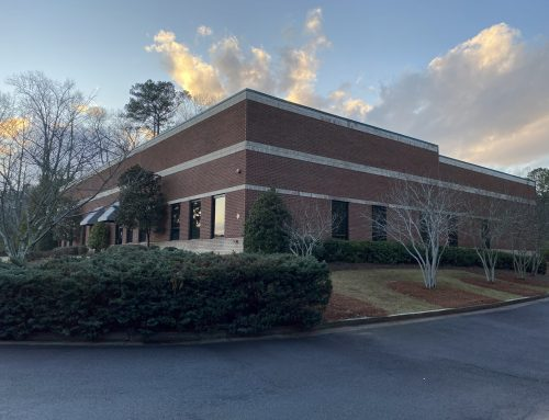 FOR LEASE:  140 Arnold Mill Rd, Woodstock, GA  30188